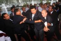 Seorang Ketua Pemuda UMNO bahagian cuba untuk menjadi samseng, dengan cuba memukul Karpal Singh, seorang OKU di Parlimen. Takkan dah lupa, AWANG SELAMAT??